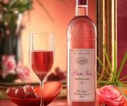 Still life ambientato per pinot rosa
