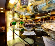 Bancone Torte e paste Buonarroti 3.JPG