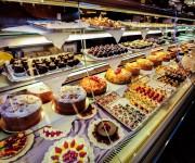 Bancone Torte e paste Buonarroti 1.JPG