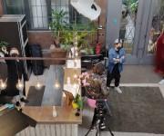 Servizio fotografico catalogo moda nello studio Lounge