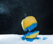 blue-apple-levitation-bizarre-odd-fabio-napoli