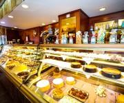 Bancone Torte e paste Buonarroti 2.JPG