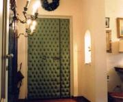 la porta di ingresso in capitonnè