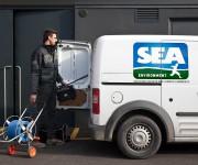 Applicazione di logo su mezzo aziendale - Sea Group