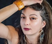 Zora immagini modella moda piercing