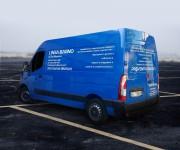 personalizzazione furgone con adesivi prespaziati