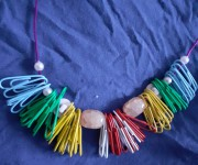 collana graffette arcobaleno (ingrandimento)